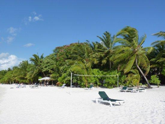 Vilamendhoo Island Resort & Spa: Bester Strandabschnitt bei den Jaccuzzi Beach Bungis und Wasservillen