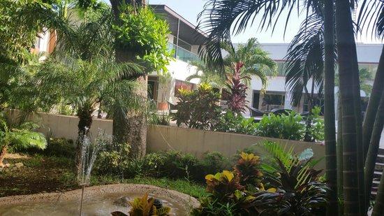 Hotel Plaza Mirador: Vista dala camera sulla piscina