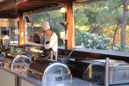 Sensimar Marmaris Imperial: Chefs make all the food right in front of you