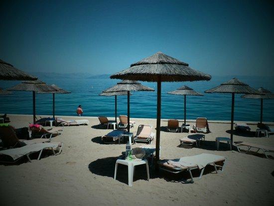 MarBella Corfu Hotel : Plage privée de l'hôtel