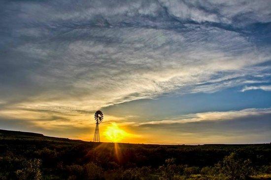 Wildcat Bluff Nature Center: Beautiful sunset at the bluff