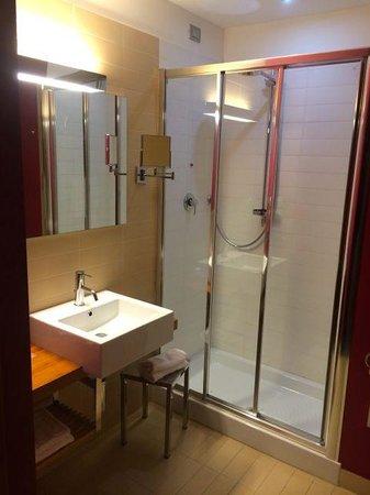 Cosmopolitan Business Hotel: Bagno
