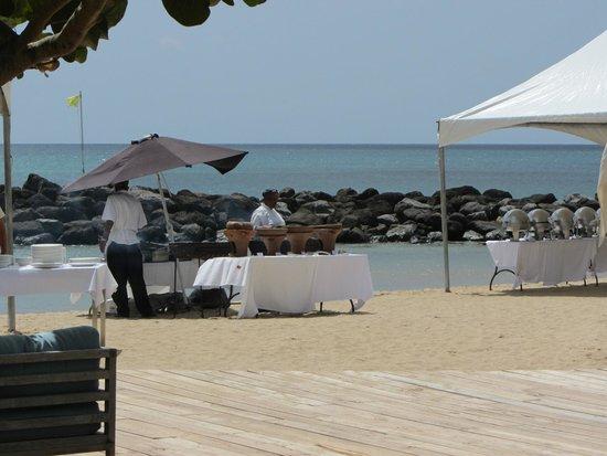 Rendezvous Resort : Beach BBQ lunch