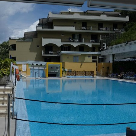 BEST WESTERN Hotel La Solara: Pool view from the end terrace dining area