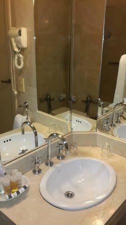 562 Nogaro Buenos Aires: Baño hotel 562 Nogaro