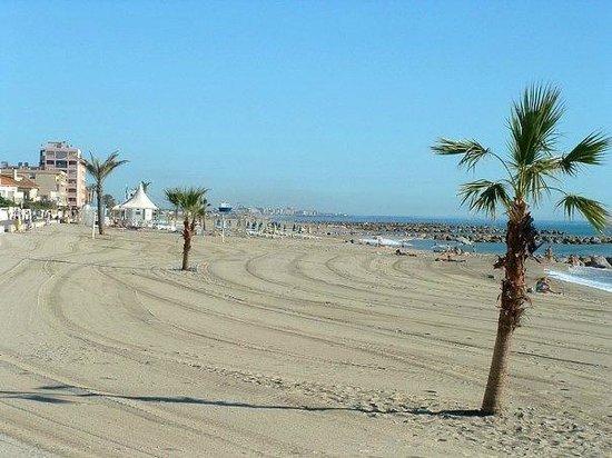 Saint-Cyprien, França: belle plage