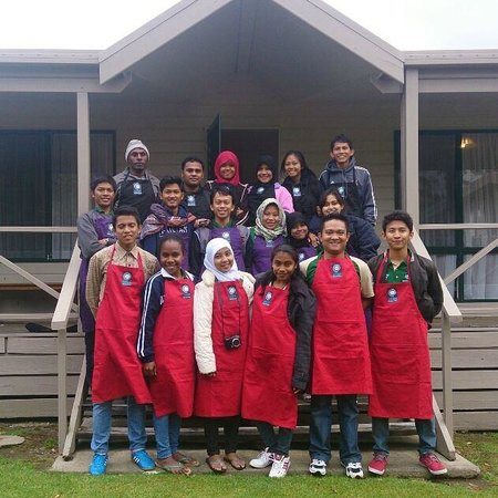 BIG4 Bungalow Park on Burrill Lake : in front of our cabin after cooking competition :D