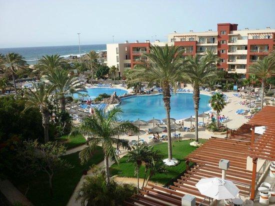 Hotel Elba Carlota: piscines vue du balcon