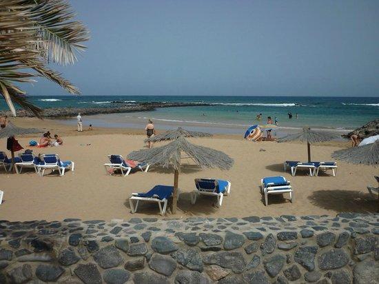 Elba Carlota Beach & Convention Resort: plage privée donnant sur la mer