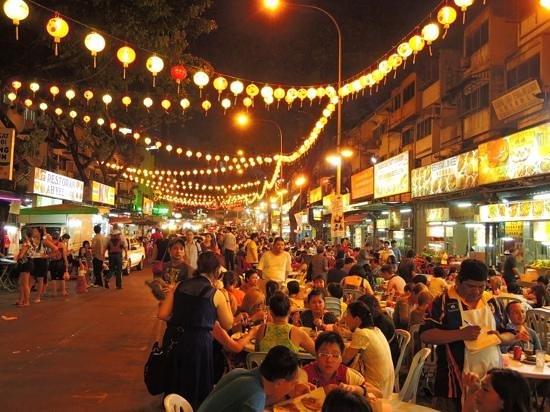 The Residences @ Swiss-Garden Hotel & Residences Kuala Lumpur : night market close to S-G Residences.