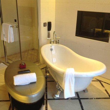 Chateau Star River Hotel: vasca da bagno
