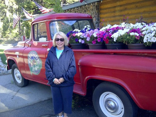 Fireside Lodge Bed and Breakfast: Antique Truck load with flowers for season sits in front of lodge