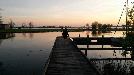 Lucky Lake Hostel : Sunset at the lake