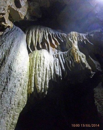 Poole's Cavern & Buxton Country Park: Stalagmites & stalactites