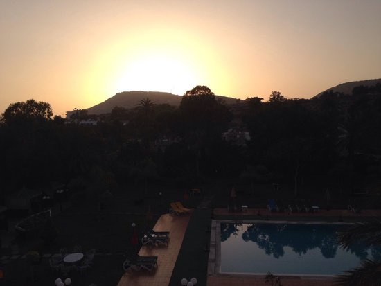 Tildi Hotel & SPA: Sunset over the Kasbah from the terrace.
