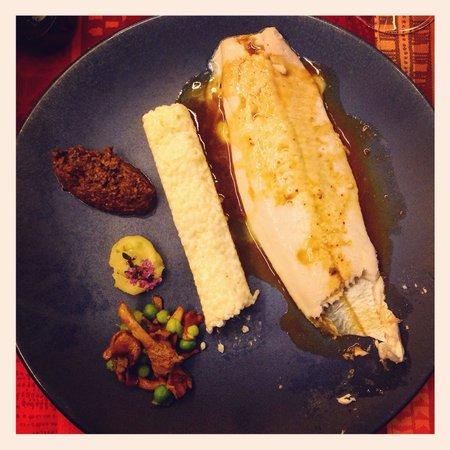 La Table d'Angèle : Filet de Bar - jus de Poulet rôti - Duxelle de champignons au café et cacao amer - Petit pois et