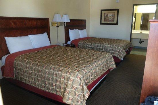 Budget Inn: Standard Room