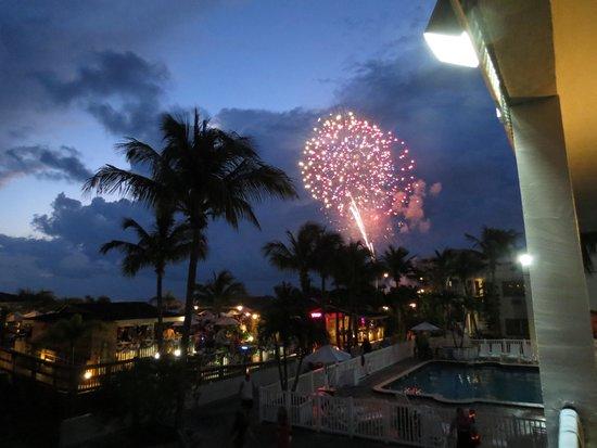Beachcomber Beach Resort & Hotel : Even better at sunset