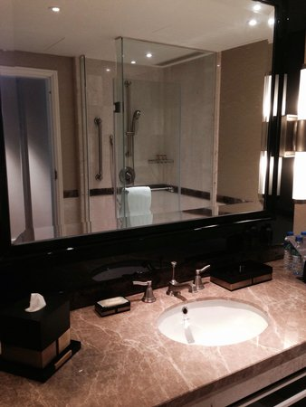 Sheraton Grand Macao Hotel, Cotai Central: Bathroom