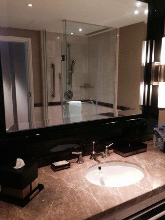 Sheraton Grand Macao Hotel, Cotai Central: Bathroom
