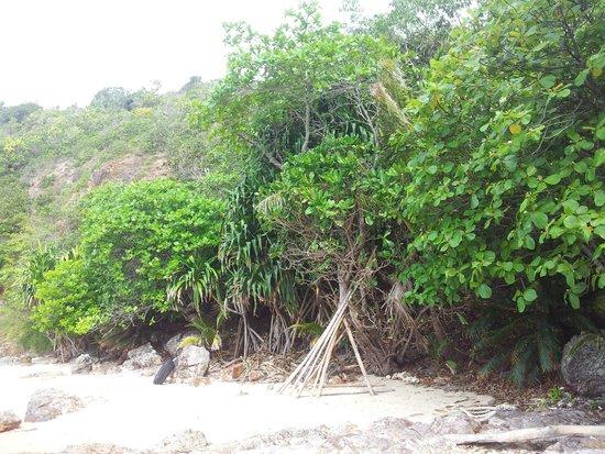 Gem Island Resort & Spa: autre petite plage de l'ile