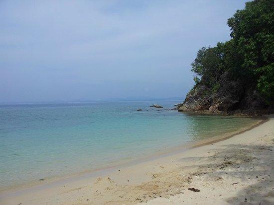 Gem Island Resort & Spa: plage aménagée