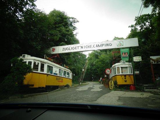 Zugligeti Niche Camping: L'entrée de jour