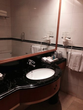Metropark Hotel Causeway Bay Hong Kong: Bathroom