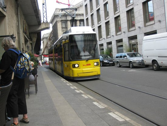 12 Apostel: Tram passing by!