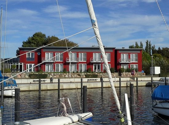 Poseritz, Almanya: Port Puddemin & Restaurant LUV (links im Bild)