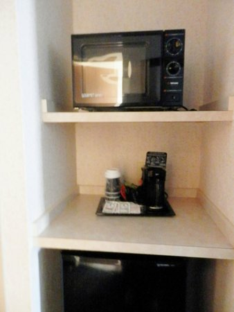 Comfort Suites Linn County Fairgrounds and Expo: microwave - coffees & teas
