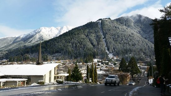 Scenic Suites Queenstown : snow capped condala from the hotel