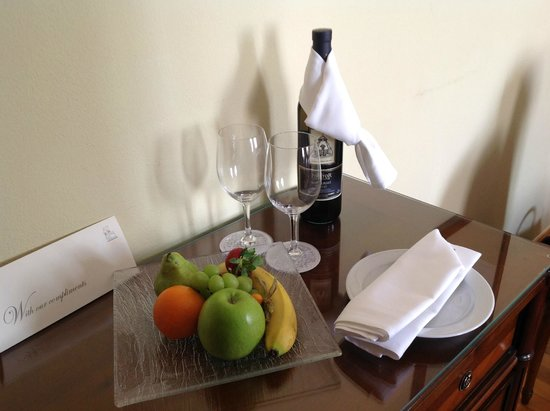 Golden Well Hotel: Fresh fruit each day in your room