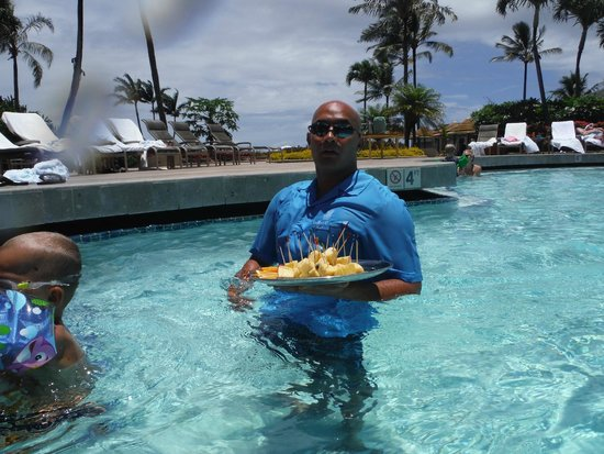 The Ritz-Carlton, Kapalua: In-pool tropical fruit service.