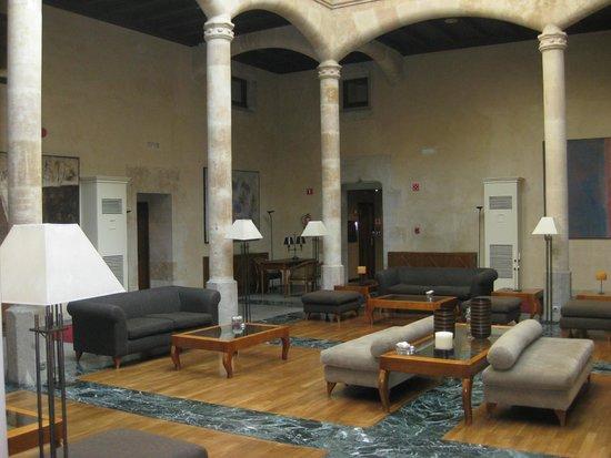 NH Salamanca Palacio de Castellanos: Patio central