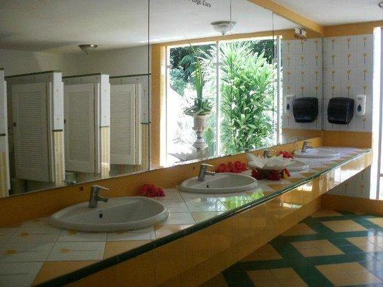Melia Cayo Coco: Lobby Washroom