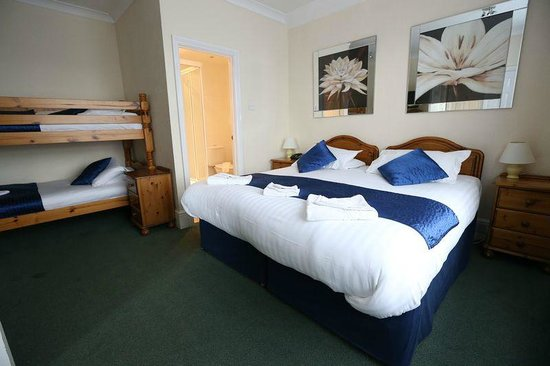 Gatwick Corner House Hotel: family room