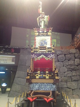 Edo-Tokyo Museum: A throne chair at the Edo Museum