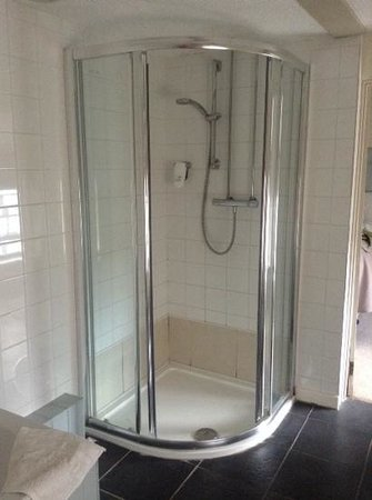 The New Three Mariners: Shower cubicle