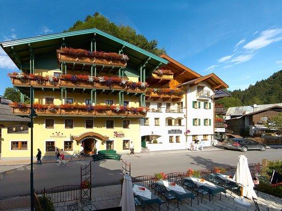 Hotel Neuwirt: Hotelansicht Sommer