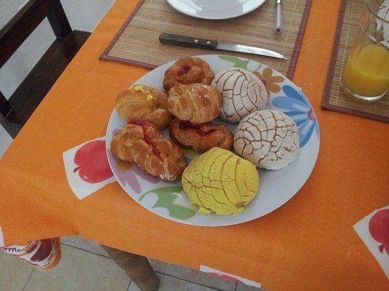 Cenote B&B : hearty breakfast