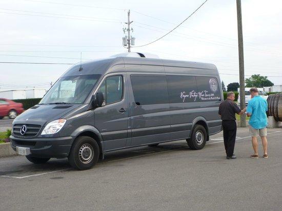 Niagara Vintage Wine Tours: Mercedes Benz wine tour van