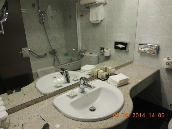 Best Western Premier Hotel Slon: banheiro
