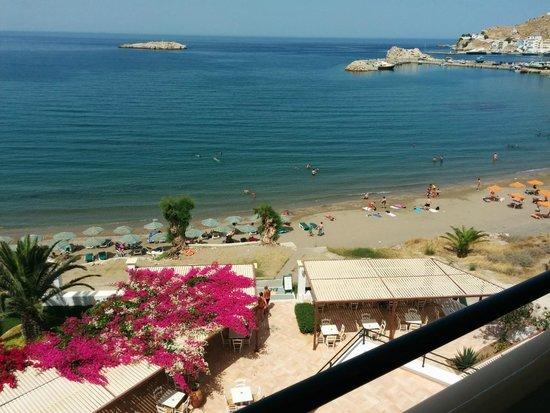 Electra Beach Hotel: Spiaggia sotto all'albergo