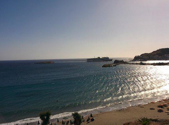 Electra Beach Hotel: Vista verso sud-est dal terrazzo della stanza al 3° piano (propaggine porto Pigadia)
