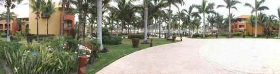 Barcelo Maya Tropical: grounds
