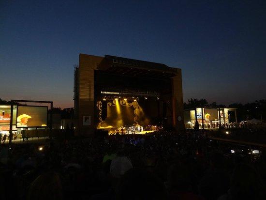 Tuscaloosa Amphitheater: Stage