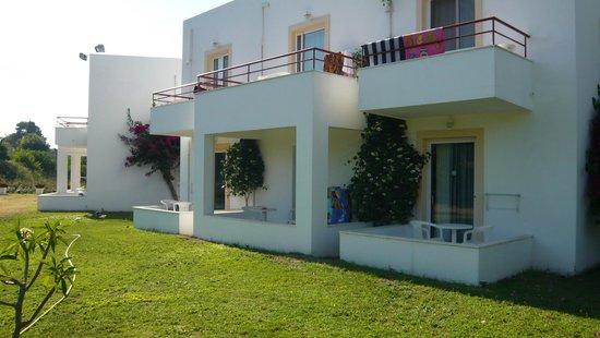 Alexandra Beach Hotel & Apartments: terrasses