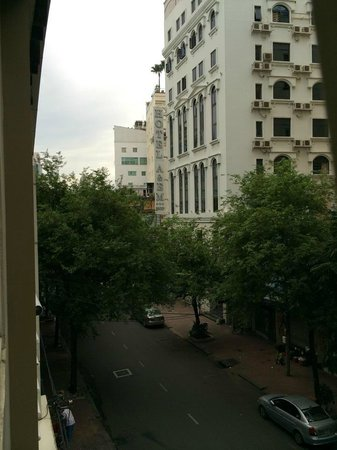 Lan Lan Hotel 2: good morning HCMC!