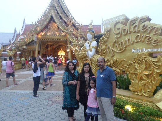 Phuket FantaSea: Golden Kinare Restuarent